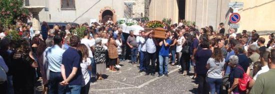 Terremoto: a Colle di Tora i funerali di Paola Pandolfi e dei suoi figli  di 10 e 13 anni